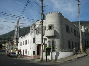 Exterior esquina lado crr 68.castillo de don Octavio. foto por Jorge O. Arboleda